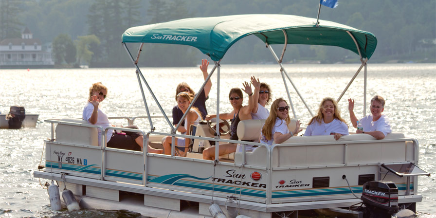 Point O'Pines alumnae cruising Brant Lake