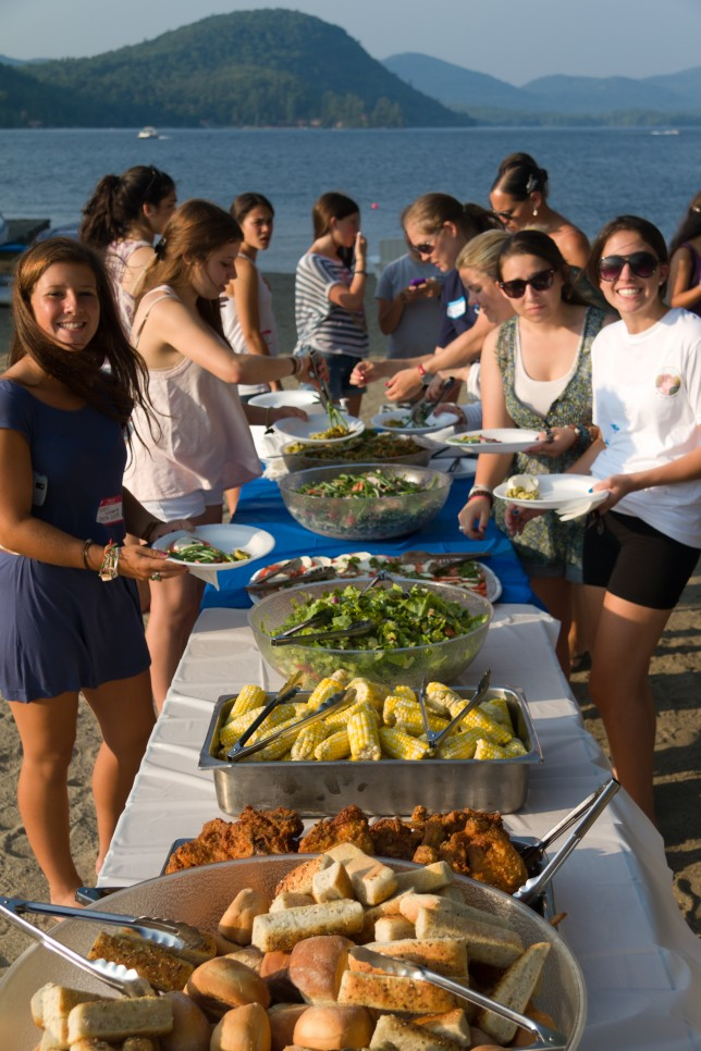 Alumnae dining on the beach