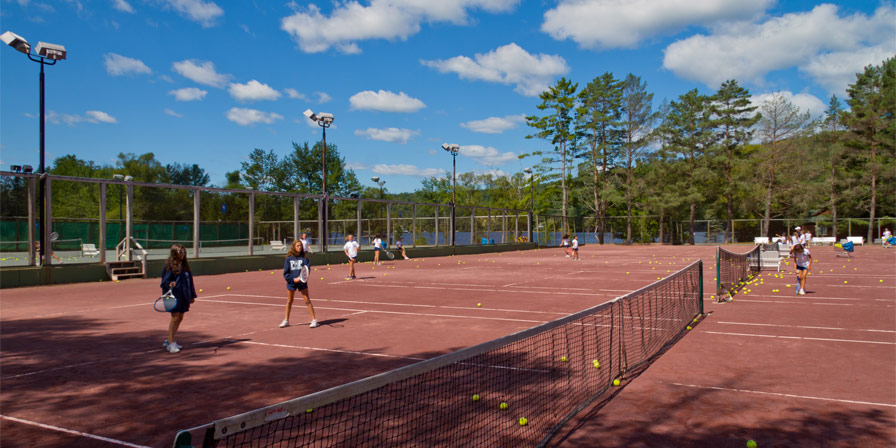 A court full of campers, tennis balls, and fun times at Point O'Pines.